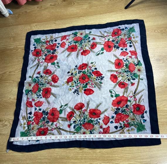 Vintage Gucci Floral Pattern Large Silk Scarf Squ… - image 7