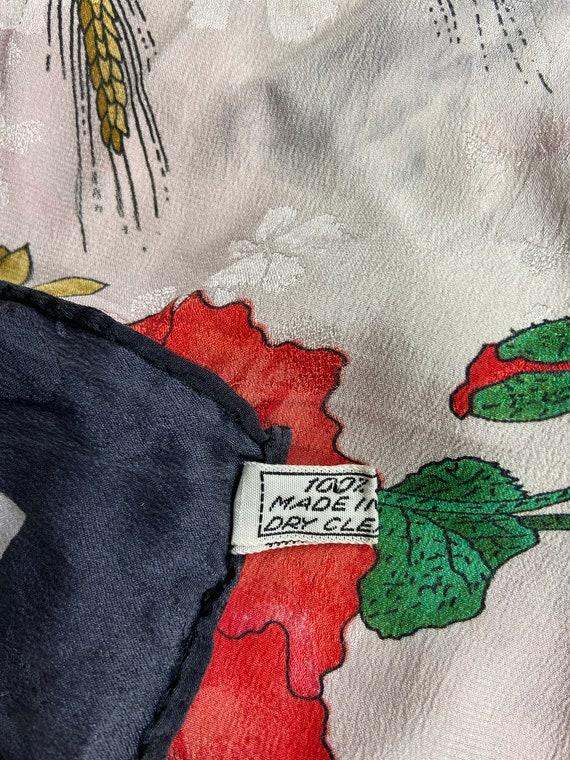 Vintage Gucci Floral Pattern Large Silk Scarf Squ… - image 3