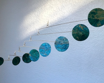 Mundos Hanging Mobile- Delicate Motion in Infinite Space