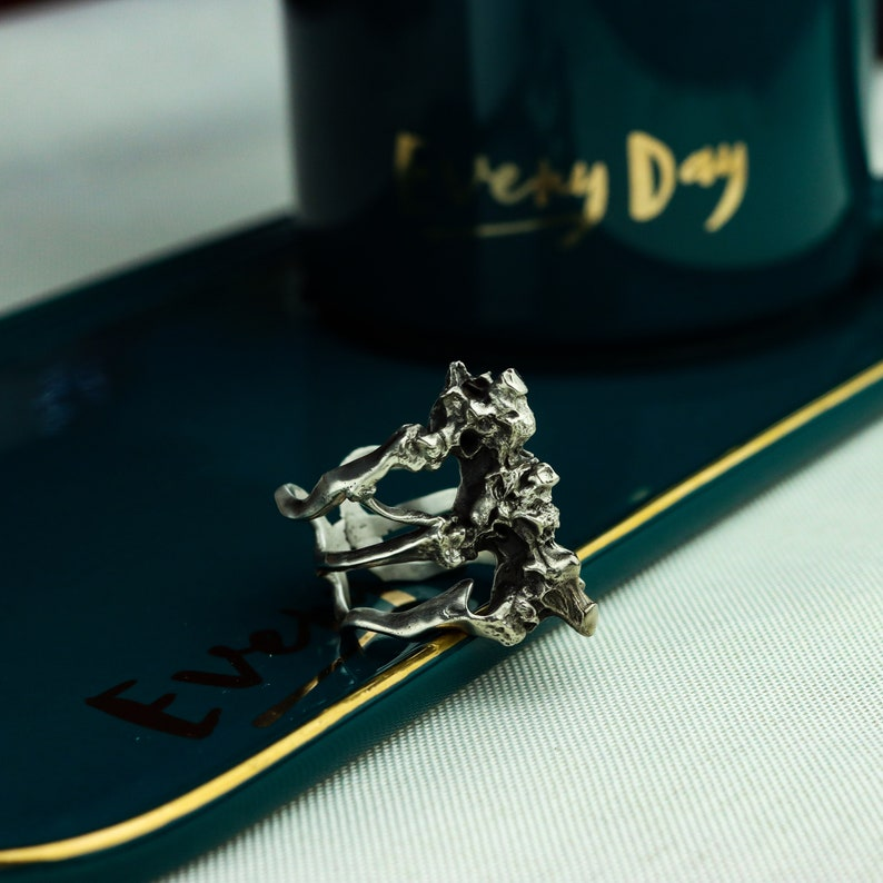 bone silver jewelry-Craftsman made abstract skeleton design silver spine ring Human spine 925 silver ring