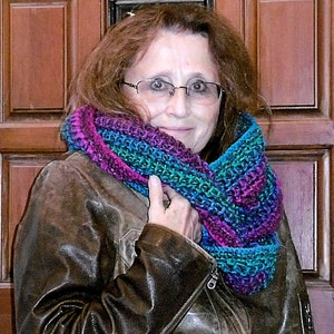 neckwarmer hand knit cowl textured knit stitches Gladys textured cowl knit pattern reversible
