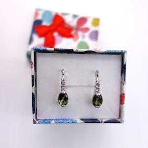 Faceted Moldavite Jewelry kit Vltavin set of drop-shaped earrings and pendant rare green meteorite stone