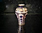 Royal Crown Derby vase. Pattern Imari 1128. Marked 1932