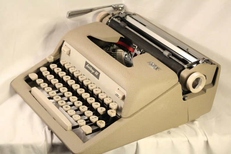 Royal Heritage Working Typewriter Vintage 1962 In Beautiful Cream ...