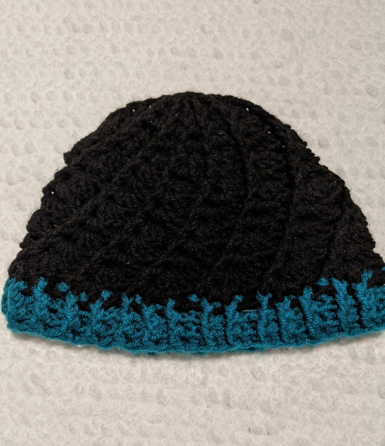 Teal and black swirl hat