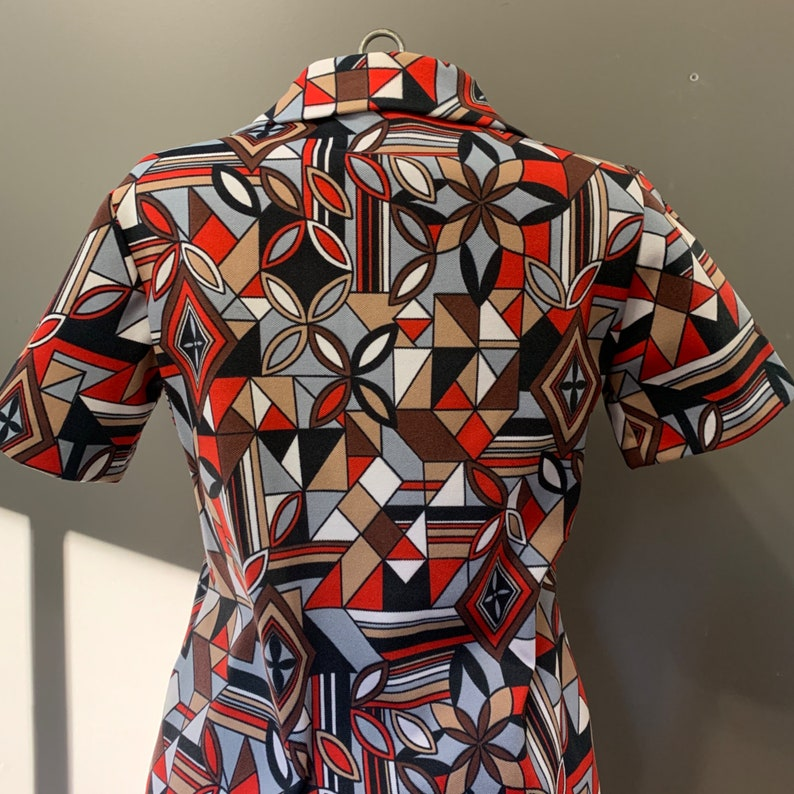 1960s geometric red front button closure knee length collared shirtdress