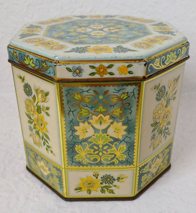 """Vintage DAHER Decorative Mosaic Floral Round Metal Tin w// Lid Made In England 8"""""""