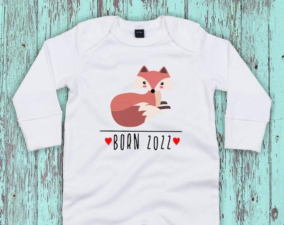 """Kleckerliese Baby Schlafanzug """"Born 2022 Tiermotiv Fuchs"""" Sleepsuit Langarm Jungen Mädchen Einteiler Strampler"""