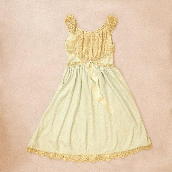 50s Vintage Barbizon Cottagecore Slip (S) - image 1