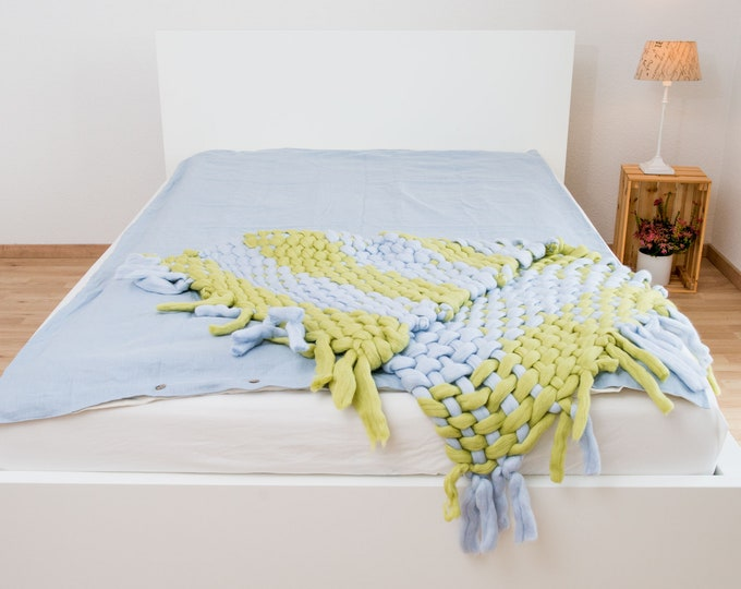 Bed clothes in ice blue and off-white