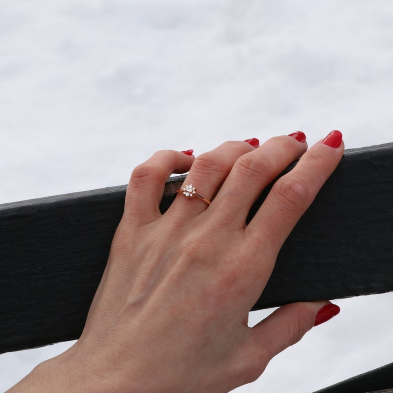 Chic Flower Diamond Ring Timeless Sunburst Flower Ring Nature Inspired Diamond Ring 14K Solid Gold Baguette /& Round Diamond Band