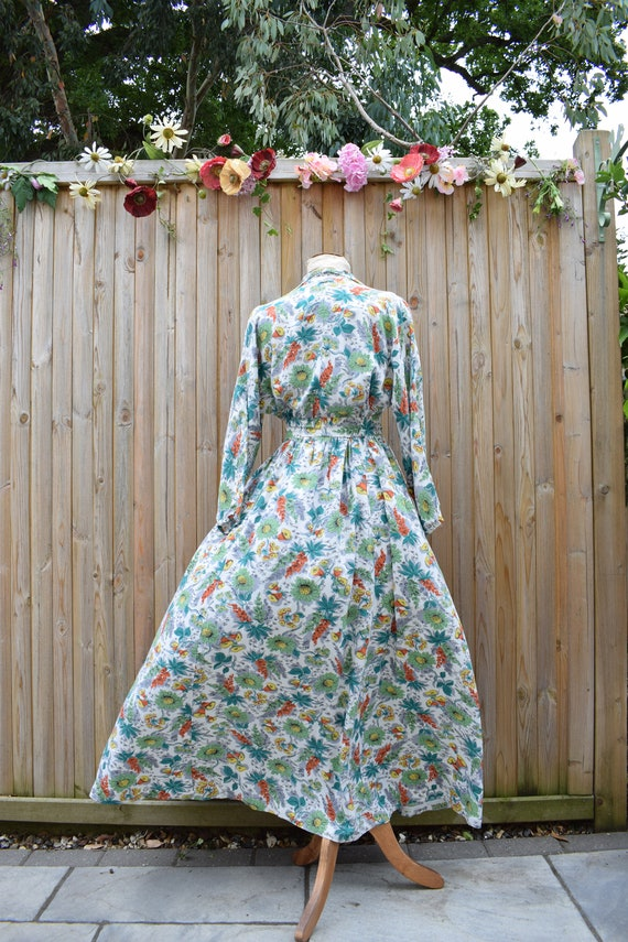 1940s Floral Tropical Print Housecoat - image 8