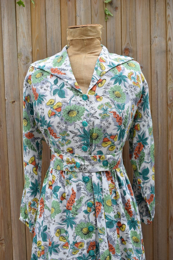 1940s Floral Tropical Print Housecoat - image 2