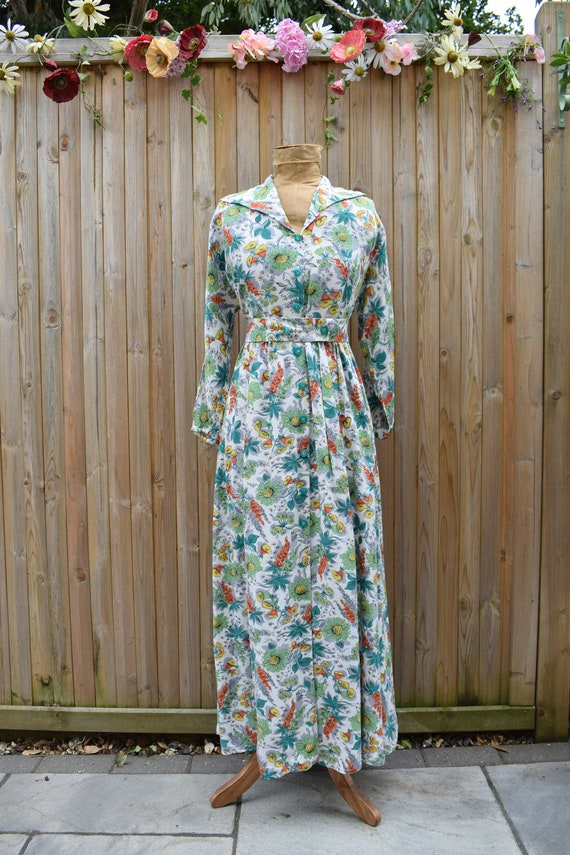 1940s Floral Tropical Print Housecoat - image 9