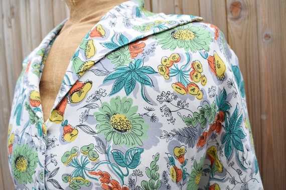 1940s Floral Tropical Print Housecoat - image 3