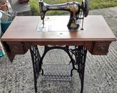 Antique Vintage Singer Treadle Sewing Machine, dating from 1893, with vibrating shuttle, in working order