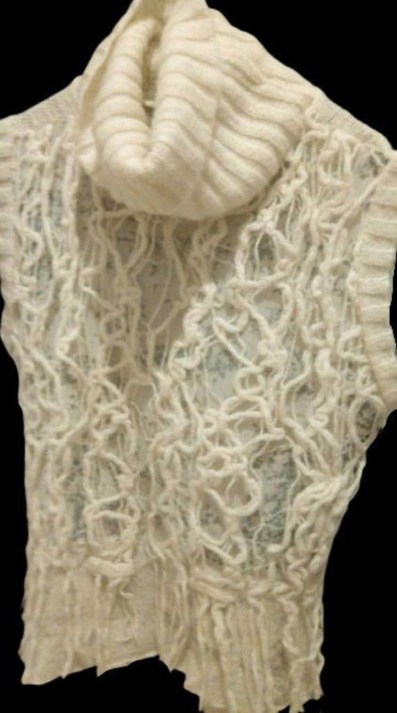Beige Turtleneck Sleeveless Pullover M