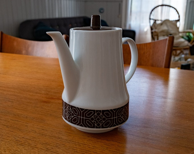 Vintage pouring coffee maker