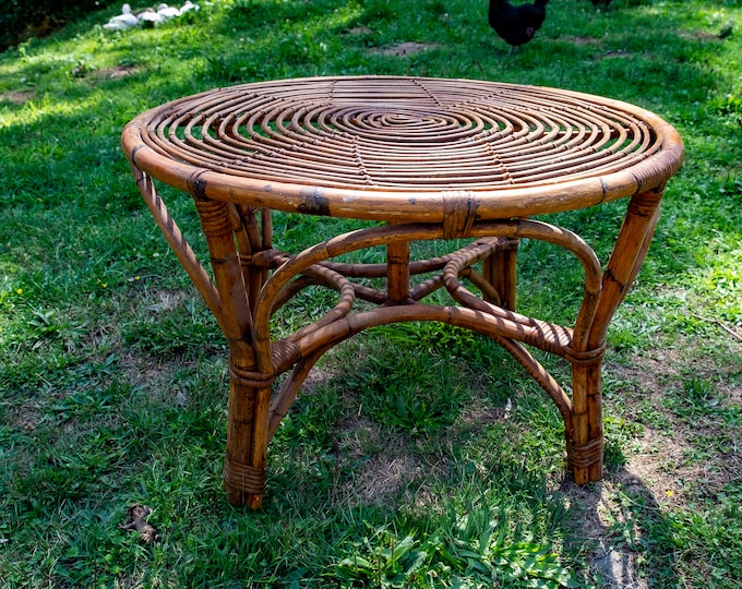 Bamboo and rattan roundtable