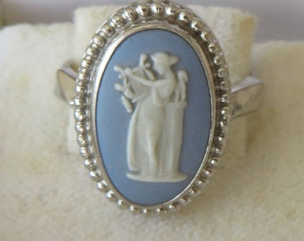 US-6.5 Wedgwood Ring Sage Green Jasper Cameo of Venus /& Cupid Size Small Fit UK: N Sterling Silver c1960s Oval Beaded Bezel Gift Boxed