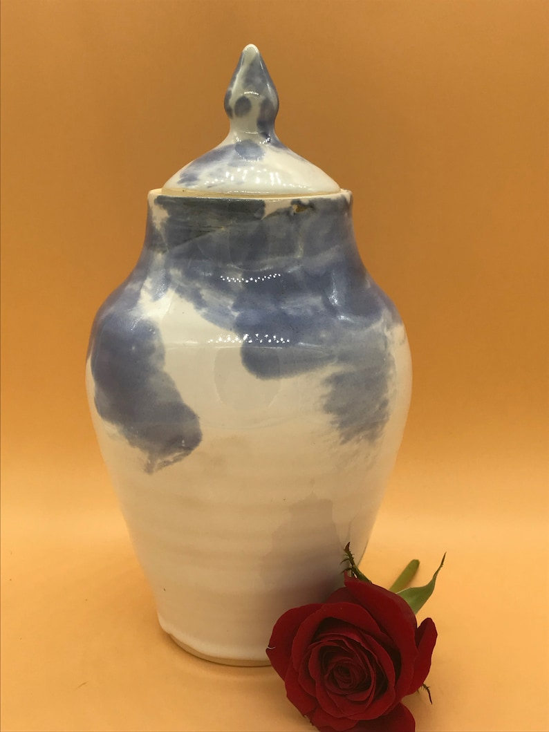 Large pet urn blue and white