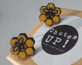 Cute bees earrings in recycled wood, nickel-free pushpieces and in stainless steel, ethical jewel made with scrap wood