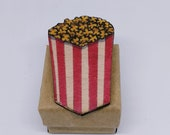 Popcorn brooch in recycled wood, hand painted and laser cut, handcrafted ecological badge on the theme of cinema and food