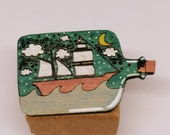 Brooch in bottle in recycled wood, hand painted and laser cut, upcycled eco-friendly fashion and poetic accessory, sea theme and boat