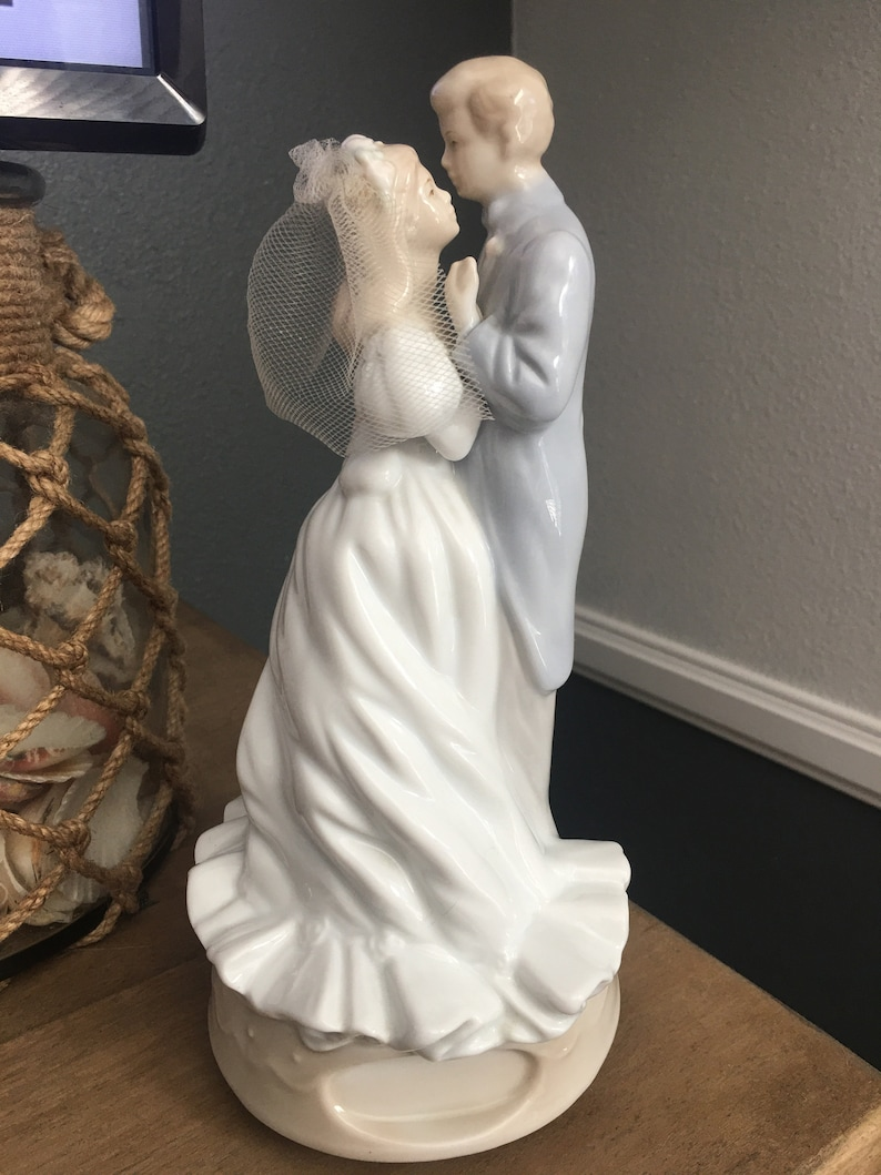 Vintage Bride and Groom First Dance Music Box