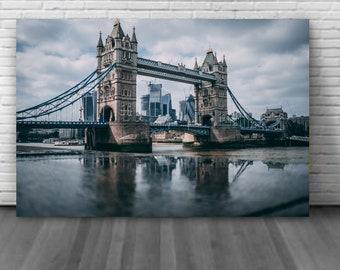 Tower bridge London, United Kingdom One of the world's most famous bridge Canvas wall decoration
