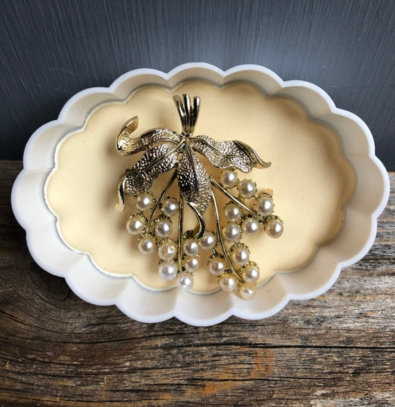 Vintage Gold and Pearl Grape Cluster Brooch, Grap… - image 1