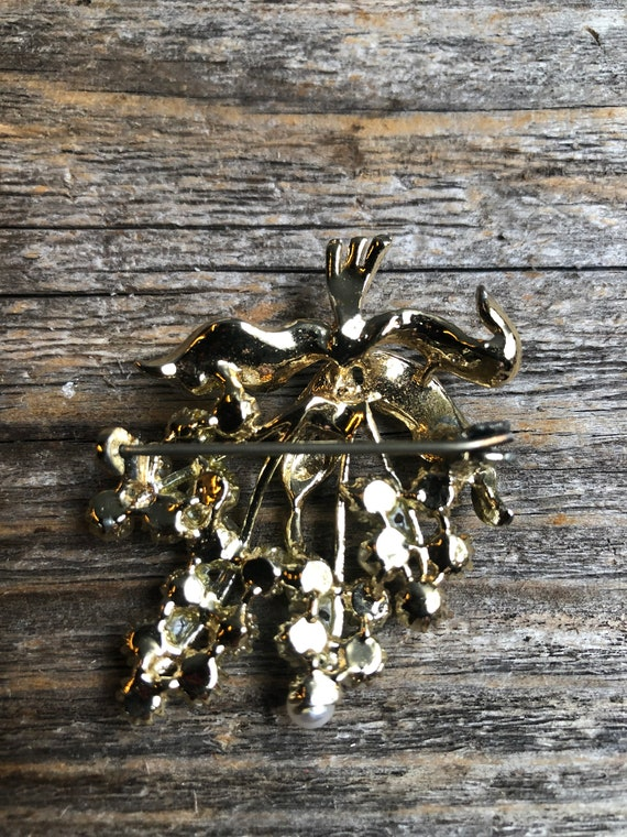 Vintage Gold and Pearl Grape Cluster Brooch, Grap… - image 3