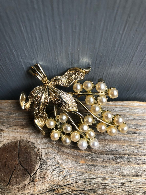 Vintage Gold and Pearl Grape Cluster Brooch, Grap… - image 2