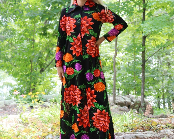 Vintage 60's / 70's House Dress with Bold Floral P