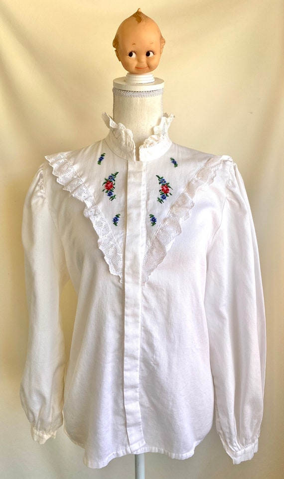 Vtg Hungarian button down Blouse with detailed la… - image 1