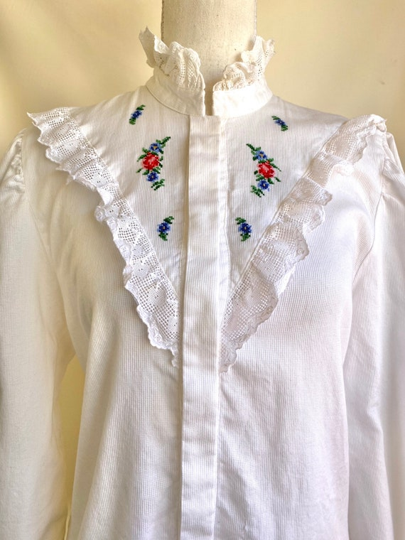Vtg Hungarian button down Blouse with detailed la… - image 2