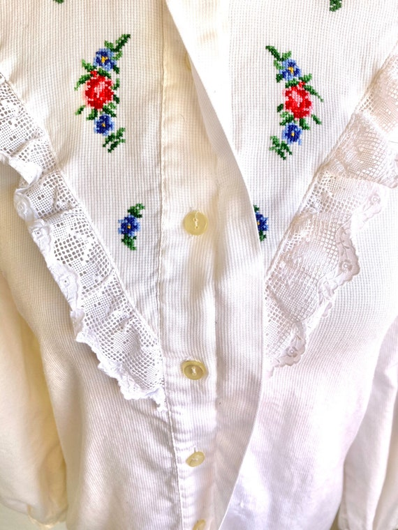 Vtg Hungarian button down Blouse with detailed la… - image 4