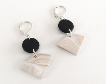 Minimalist earring, round black and beige and white triangle in polymer clay, silver-colored nail and metal ring