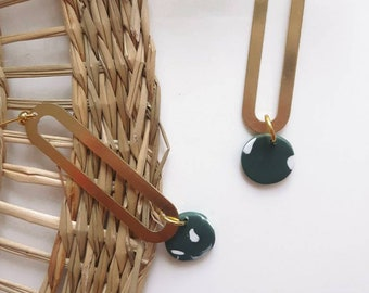 Earring, round green and white polymer clay stains, brass oval and gold-colored metal nail