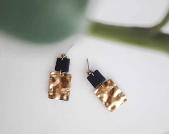 Minimalist earring, black square in polymer clay, brass hammered square and brass and steel nail