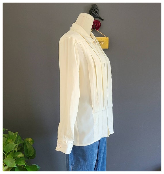 80's Burberrys Ivory Silk Pleated Blouse - image 2