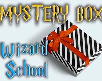 Lustige Zaubererschule Mysteriöse Schachtel – Einzigartiges Potterhead Geschenk / Zauberpaket Überraschungsbox Potterheads Geschenk