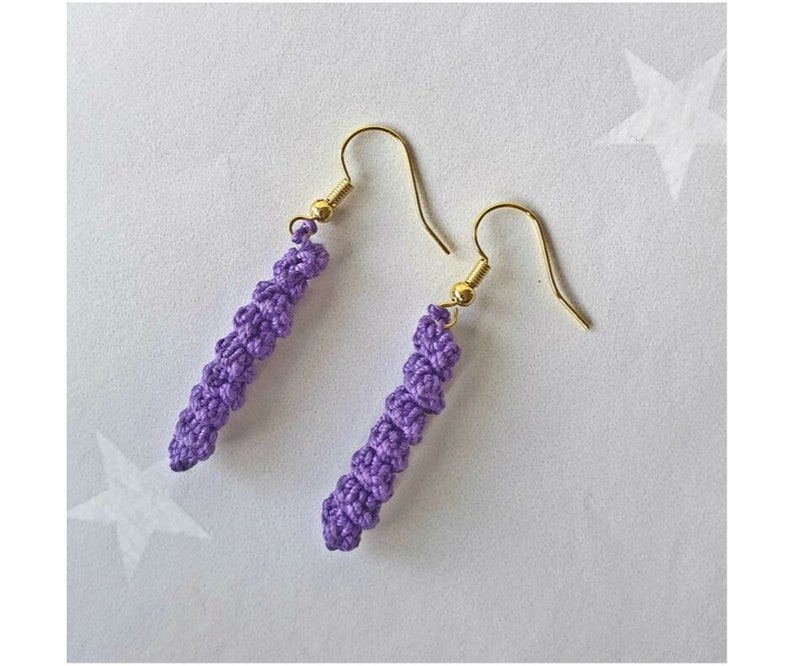 Spiral Earrings crochet pattern suitable for beginners image 0