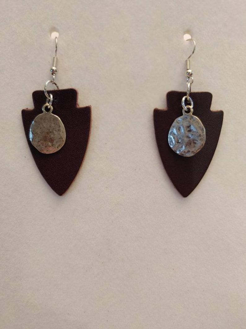 Earrings Brown w Hammered Metal