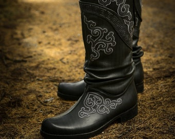 Men Black Boots With White Embroidery