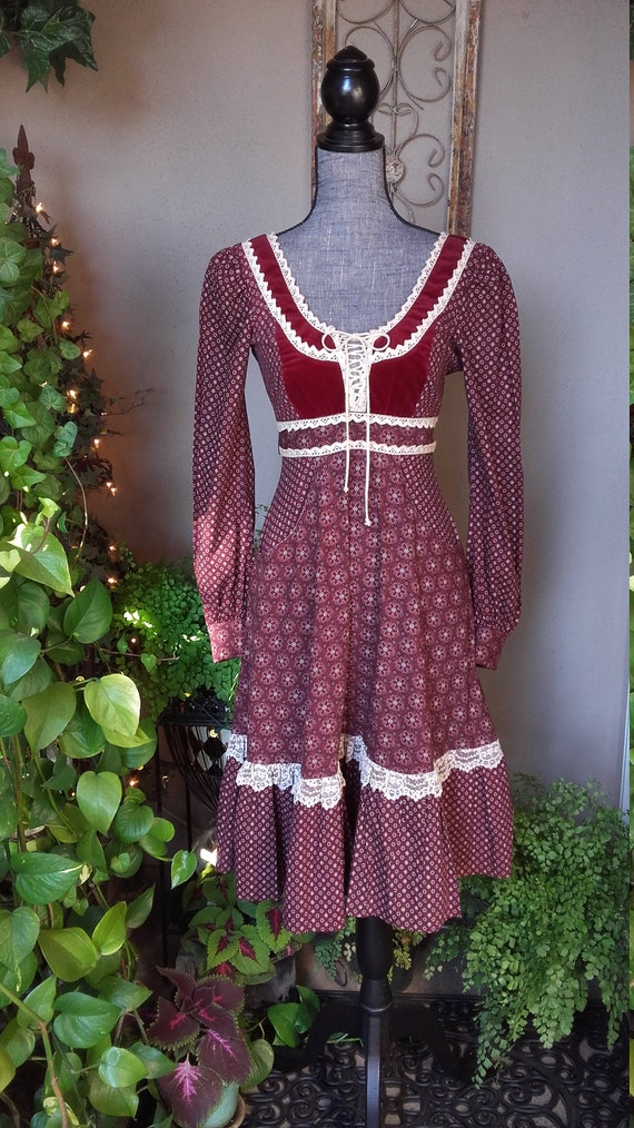 Red Gunne Sax Midi Dress - image 1