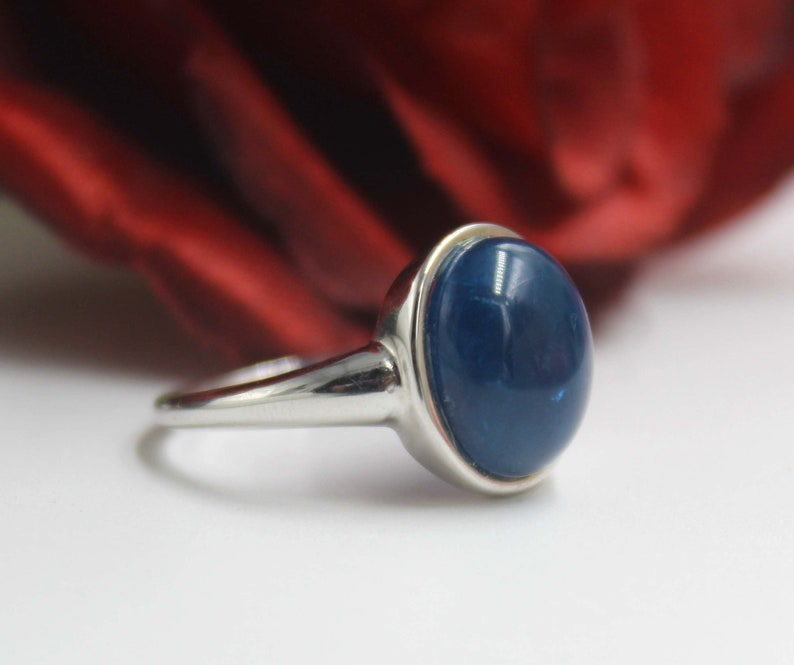 Simple Ring 3.27 Gram Natural Kyanite 10x12mm Cabochon 92.5 Sterling Silver Kyanite Ring Size 7.5 US