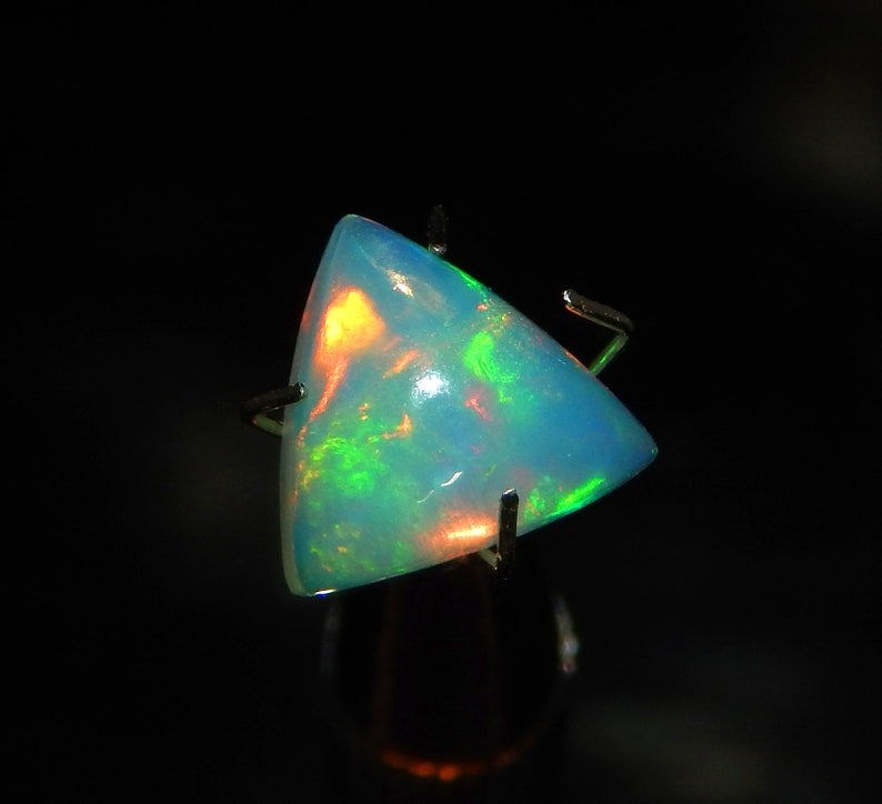 1.85 carat AAA Ethiopian Opal Jewelry making Smooth Trillion Cabochon 9x10mm gemstone Colorful Opal