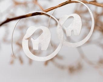 Silbercreolen Abstarkter Elefant, Handgemachter Ohrschmuck, Ohrringe in Elefantenform, 925 Silber, Auffälliger, Weihnachtsgeschenk