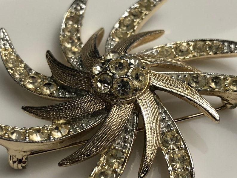 Vintage 1960s Women/'s Clothing Accessory Vintage Jewelry Vintage Sarah Coventry Pinwheel Starburst Rhinestone Brooch
